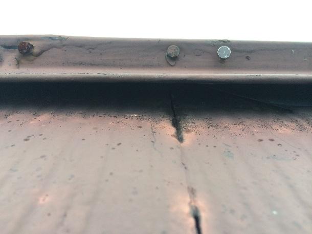 Q. 業者さんに棟板金の釘が浮いていると言われました。板金の交換ってしてもらえますか?