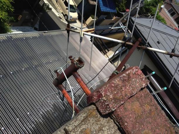 不要なテレビアンテナの倒れ、放置してませんか?アンテナ落下や瓦の割れによる雨漏りに注意しましょう。