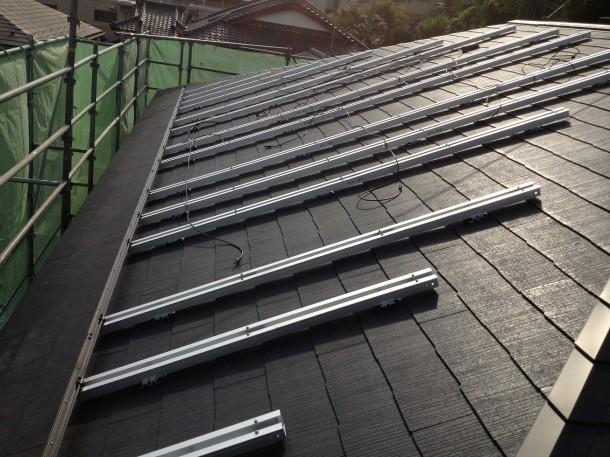 太陽光ソーラーのパネル下の配線はこうなってます!
