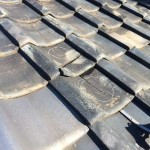 【雨漏り修理】【割れ交換】訪問販売の業者の工事が原因で屋根の雨漏り発生。いぶしの和型53Aを交換する屋根修理。【日本瓦】