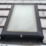 築20年瓦屋根の天窓から雨漏り。原因は劣化と鳥の巣?!撤去工事にお伺いしました【雨漏り修理】