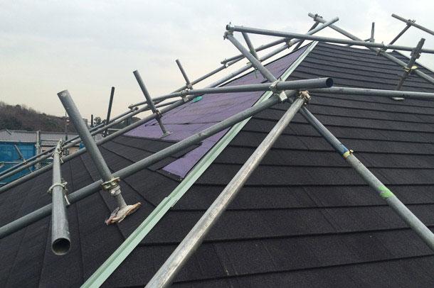 築30年コロニアル。もう30年住むなら、天然石付金属屋根材のカバー工法が最適。