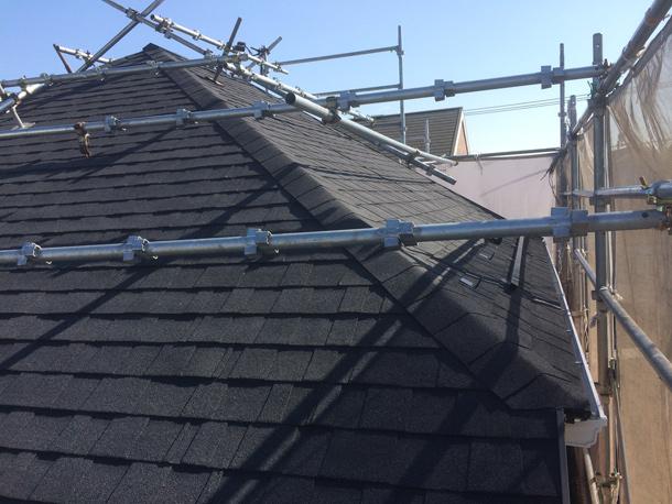 【カバー工法】アスベスト(石綿)入りのスレート屋根材の処分費節約。アスファルトシングル、ニチハ「アルマ」施工事例。