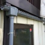 朝から雨樋を交換してすぐに次の現場で瓦の荷揚げをしています。