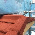 パミールの屋根にも重ね葺き可能です。石付き金属屋根「コロナタイル」長期保障