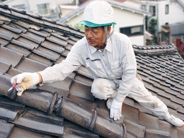 もうじき新築に建て替えたいのに雨漏りするなんて?!その雨漏り60分以内に止めます。