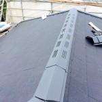屋根は「棟」の施工で完了します。屋根で1番劣化しやすいので納め方が肝心。