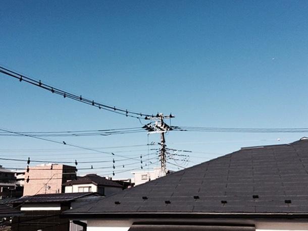 横浜市港北区でS型瓦の屋根の棟取り直しの工事。1階の屋根を解体・復旧しています!