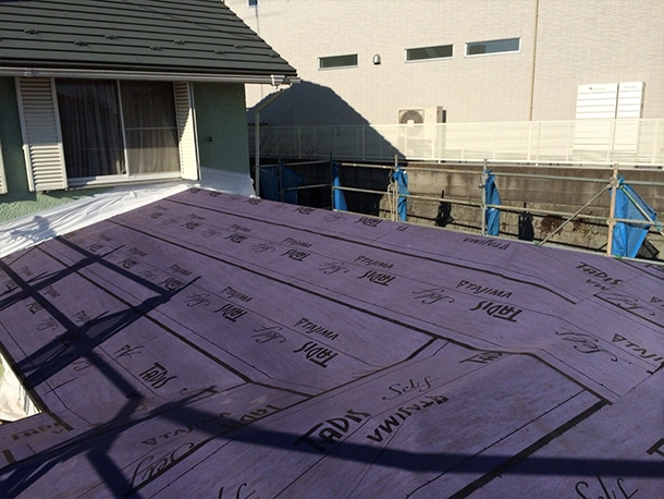 横浜市青葉区で一軒家の増築工事で屋根の形状そのものをリフォームする工事をしています。