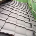 東京都杉並区で日本瓦から日本瓦への地震に強い屋根リフォームの葺き替え工事で瓦の施工をしています。