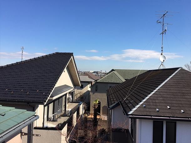 横浜市港北区で屋根のリフォームで雨どいの設置工事で雨漏りしないたてどいの設置をしています。