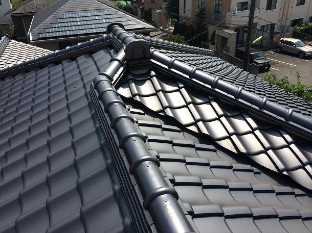 Q. なぜ屋根のてっぺんの漆喰が剥がれているだけで棟全部交換になるの?納得できない!!