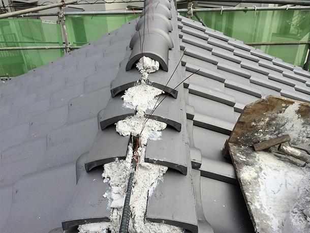 東京都杉並区、日本瓦への耐震屋根リフォーム、葺き替え工事、棟瓦の仕上げ2