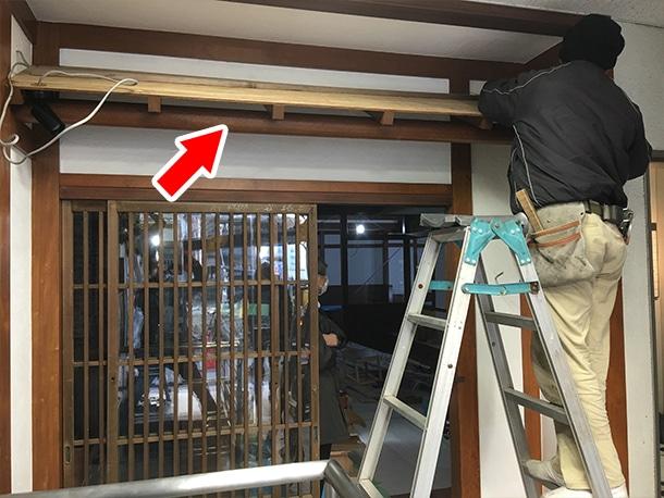 東京都渋谷区、飲食店の店先の看板屋根、いぶしの小瓦、和風仕上げ1