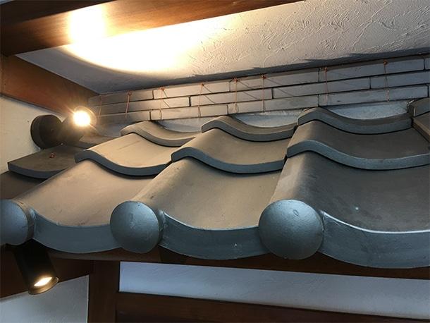 東京都渋谷区、飲食店の店先の看板屋根、いぶしの小瓦、和風仕上げ12