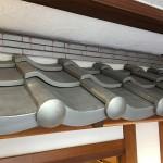 東京都渋谷区で飲食店の店先の看板屋根をいぶしの小瓦で和風に仕上げました。