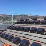 神奈川県湯河原市で「丸栄ローマンLL40R」平板瓦の工事で瓦の荷揚げをしました。
