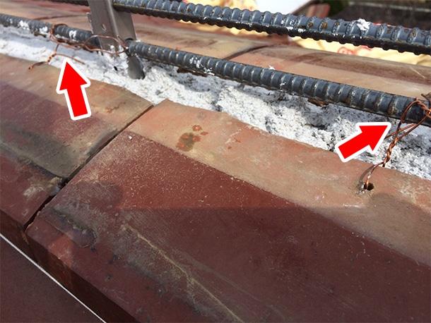 東京都杉並区、和型の釉薬瓦の屋根、棟の取り直し工事、鉄筋工法で棟瓦の土台を設置5