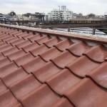 東京都杉並区で和型の釉薬瓦の屋根の棟の取り直し工事の鉄筋工法で棟瓦の土台を設置する工事をしました。