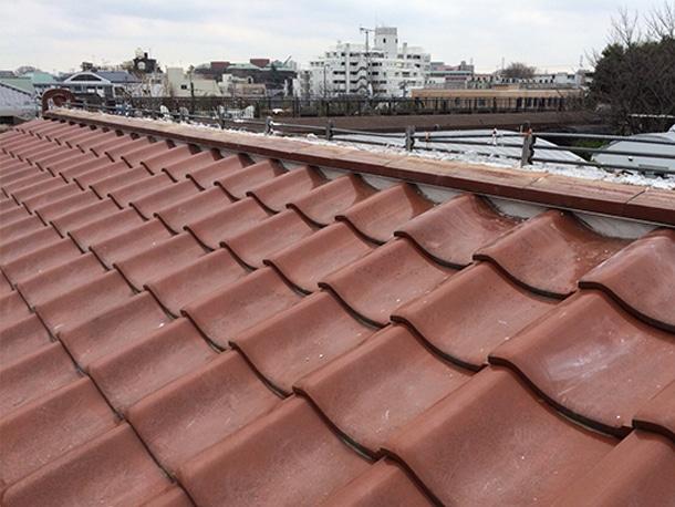 東京都杉並区、和型の釉薬瓦の屋根、棟の取り直し工事、鉄筋工法で棟瓦の土台を設置6