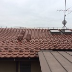 東京都杉並区で和型の釉薬瓦の屋根の棟の取り直し工事。ガイドラインに沿った鉄筋工法で安心で確実な耐震化。