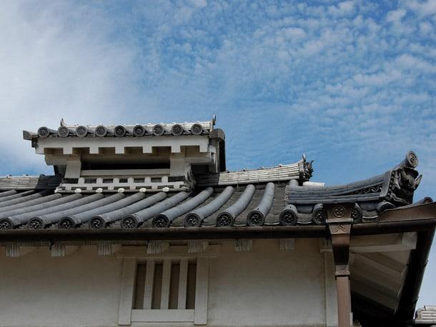 Q. 瓦屋根は重いし、地震の事を考えてもガルバリウム鋼板(金属)の屋根にしたいんだけど…
