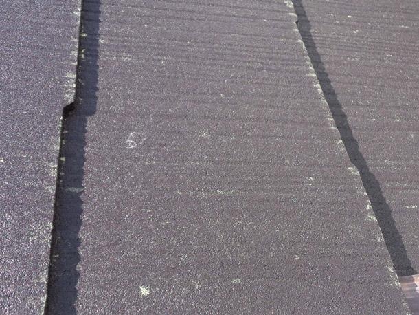 Q. リフォームしたばかりなのに屋根にうっすら汚れが!これって屋根屋さんのせい?