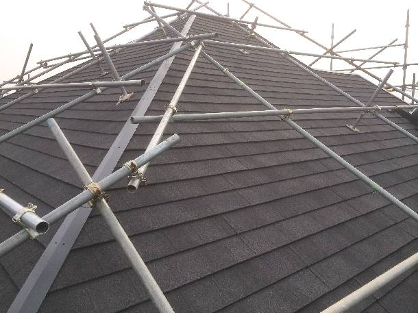Q.リフォーム屋さんに天然石金属屋根材の葺き替えの見積りしてもらったんですが、他の屋根材の見積りしてもらえますか?