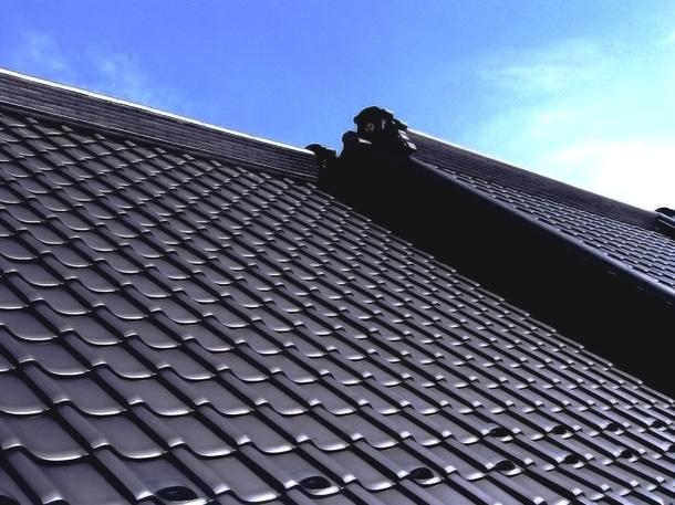 Q. 訪問営業の人に瓦屋根の塗装を勧められました。要らないという話もありますが実際はどうなんですか?