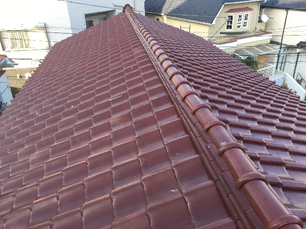 Q. 瓦が何枚か積んである屋根って、棟換気をつけられますか?