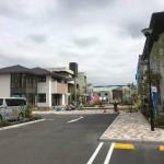 神奈川県平塚市で「プラウドプレイン」平板洋瓦の工事で瓦の荷揚げをしました。