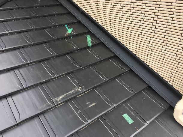 新築で割れた瓦も、早めに修理すると安心です!「ローマンLL40」平板瓦の割れ交換工事をしました。【神奈川県厚木市】
