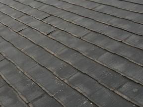 「落下してきた屋根材はもしかしてアスベスト入りかも」触っても人体への影響は心配ありません