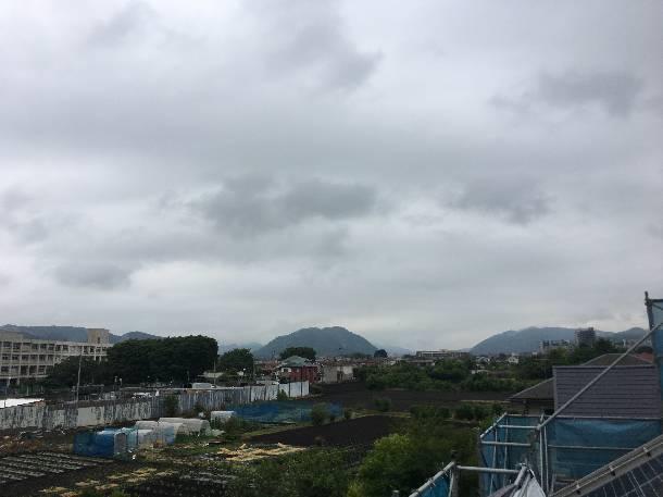 南欧風洋瓦「セラマウント」の現場で瓦の荷揚げをしました。【神奈川県相模原市】