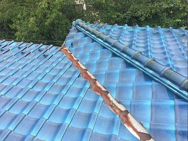 築30年の日本瓦の屋根調査に伺いました。非常に状態が良いですが谷の交換や耐震工事も視野に入れると安心。