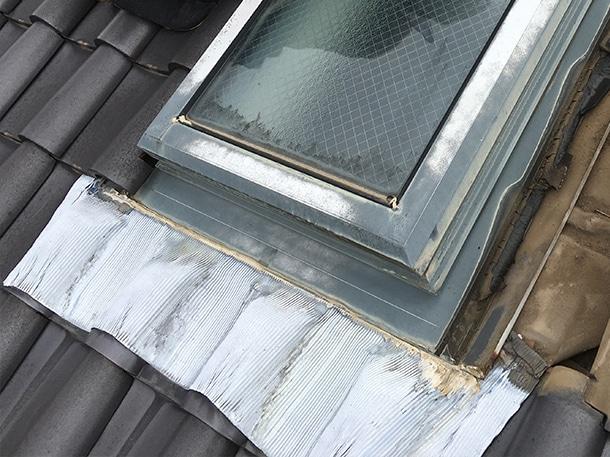 Q. 先日の雹で天窓が割れました。上から何か被せるような工事で対処できないのでしょうか