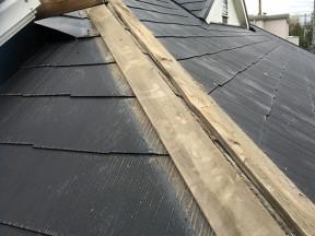 Q. 屋根のてっぺんの三角のところが剥がれていると業者に言われました。見にきていただけますか?