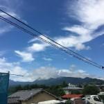 夏の暑さも和らぐフラットな洋瓦「LLローマン40」の荷揚げをしました。【神奈川県足柄群】