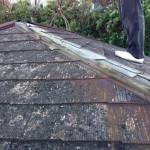 台風すごい、屋根材が飛んだ。どうすれば。