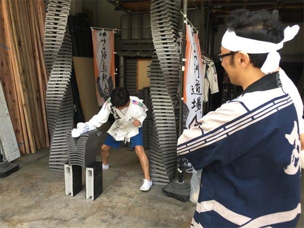 東京03飯塚さん瓦割る