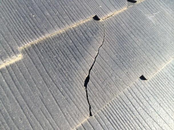 クボタ(クボタ松下電工外装・ケイミュー)の屋根材に発生しているクラックに要注意!