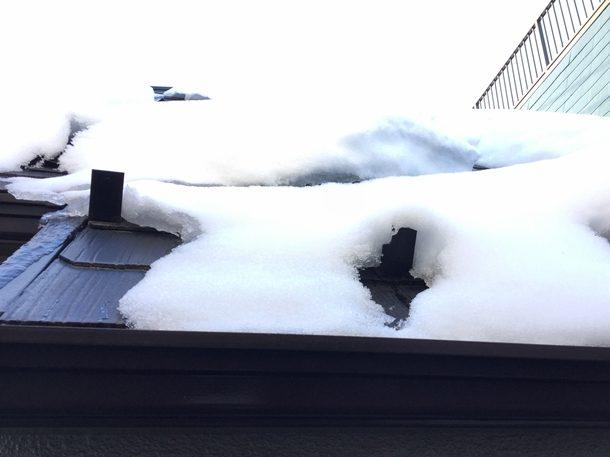 ドカ雪が降った数日後に役立つ雪止めの存在