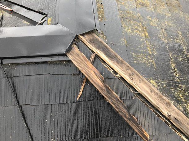 【東京都北区】棟板金の剥がれ、強風で下地の笠木も飛散一歩手前