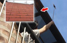 自撮り棒で屋根点検1