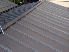 瓦屋根から金属屋根へ葺き替えたら家が揺れるような気がする