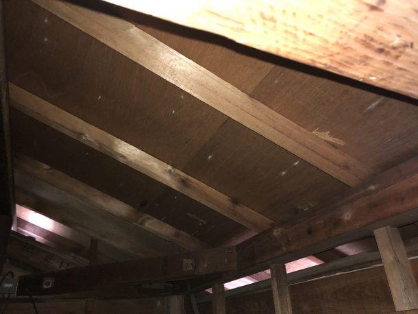 屋根裏の雨漏り、結露確認