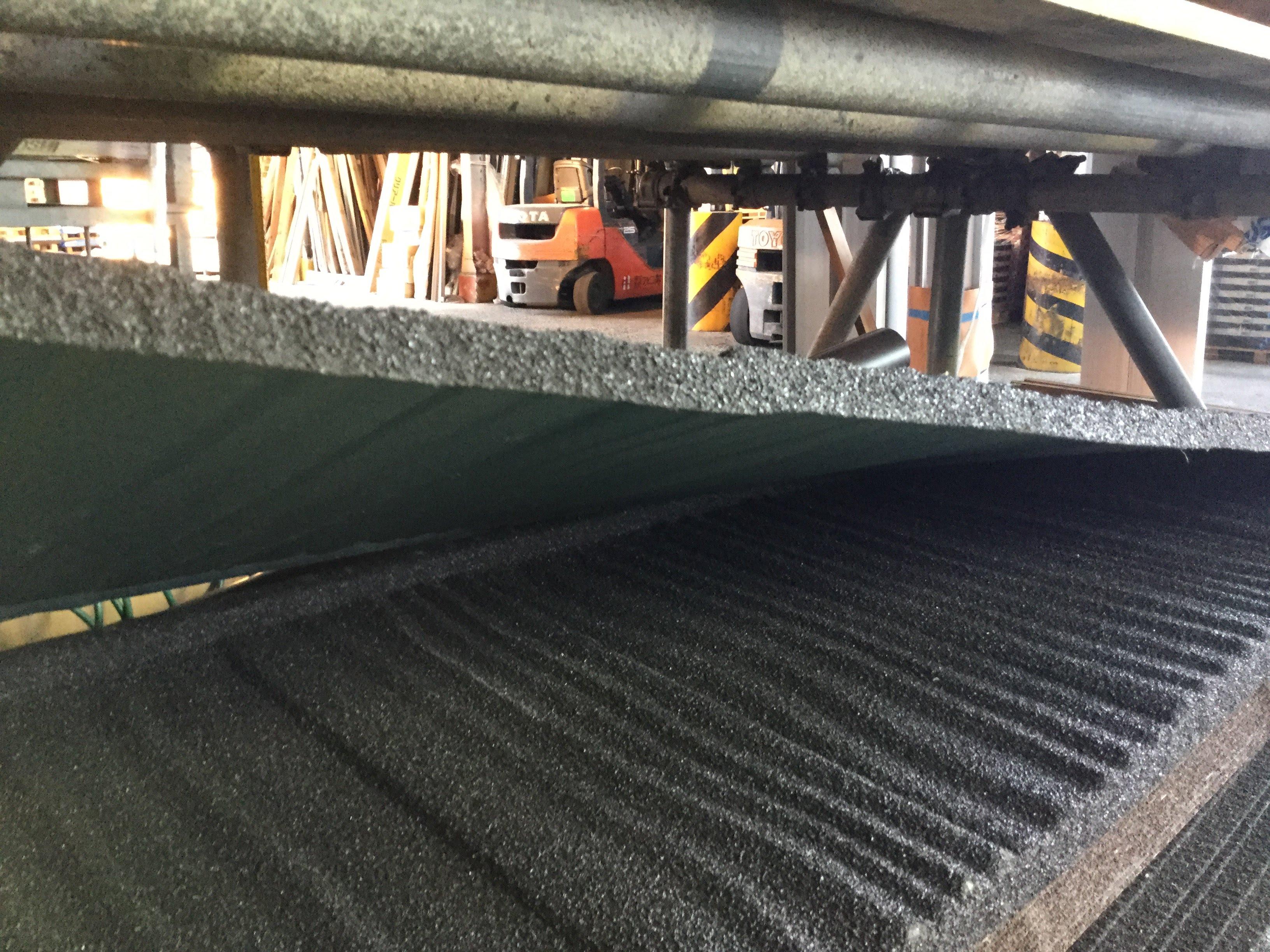 金属屋根石付き