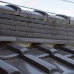 瓦屋根で漆喰の役割と、劣化するとどうして剥がれが生じるのか