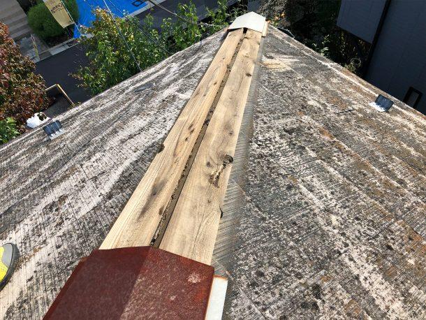 スレート屋根の棟が部分的に飛んだ事例①