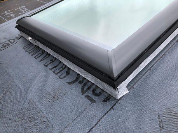 天窓交換工事事例 新しい防水シートの施工